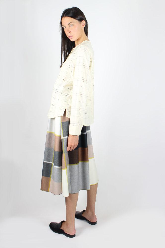 camicia con giochi di volumi in lana bianca dep 2
