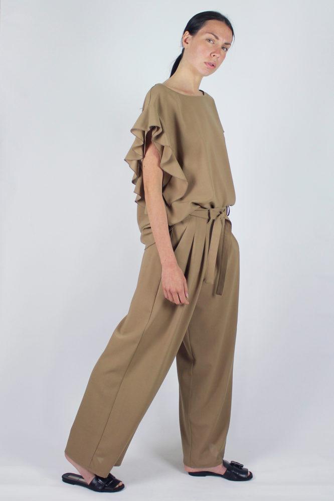 pantalone con pinces con cintura in vita cezanne e top con rouge sulla manica Violetta Dep 9 copia