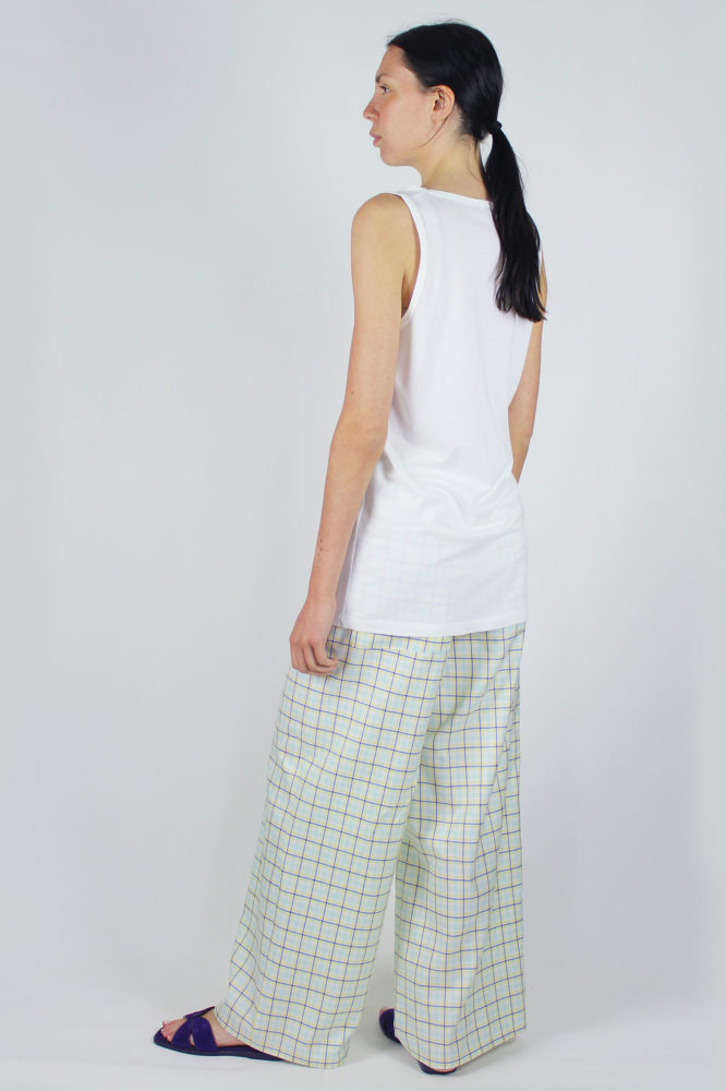pantalone senza pinces ampio al fondo e canotta spalla larga scollo a giro dep 1 copia