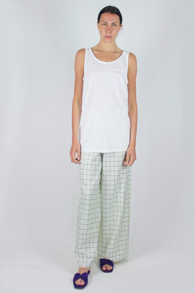 pantalone senza pinces ampio al fondo e canotta spalla larga scollo a giro dep copia