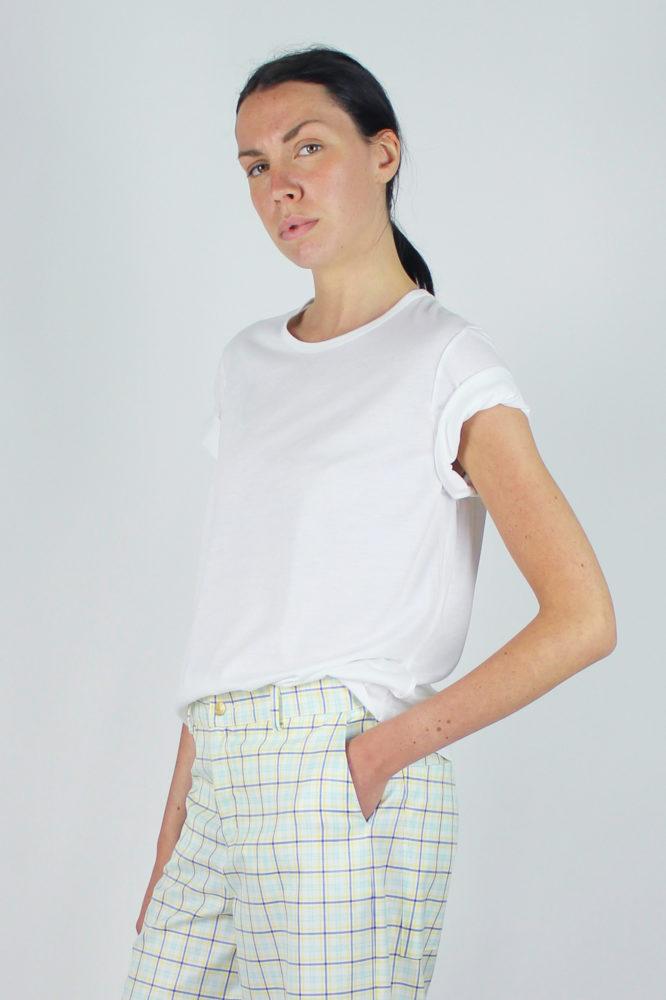 t-shirt base bianca a giro e pantalone palazzo copia