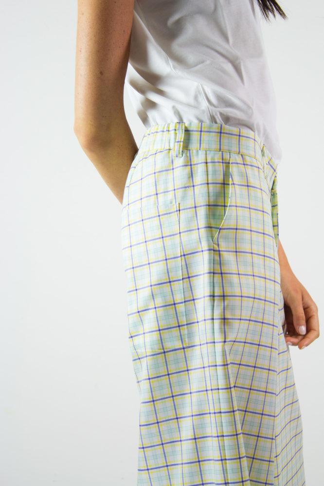 pantalone senza pinces ampio al fondo e canotta spalla larga scollo a giro dep 10 copia