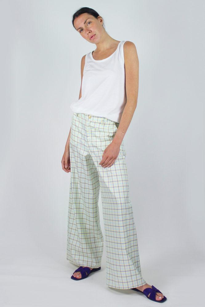 pantalone senza pinces ampio al fondo e canotta spalla larga scollo a giro dep 5 copia