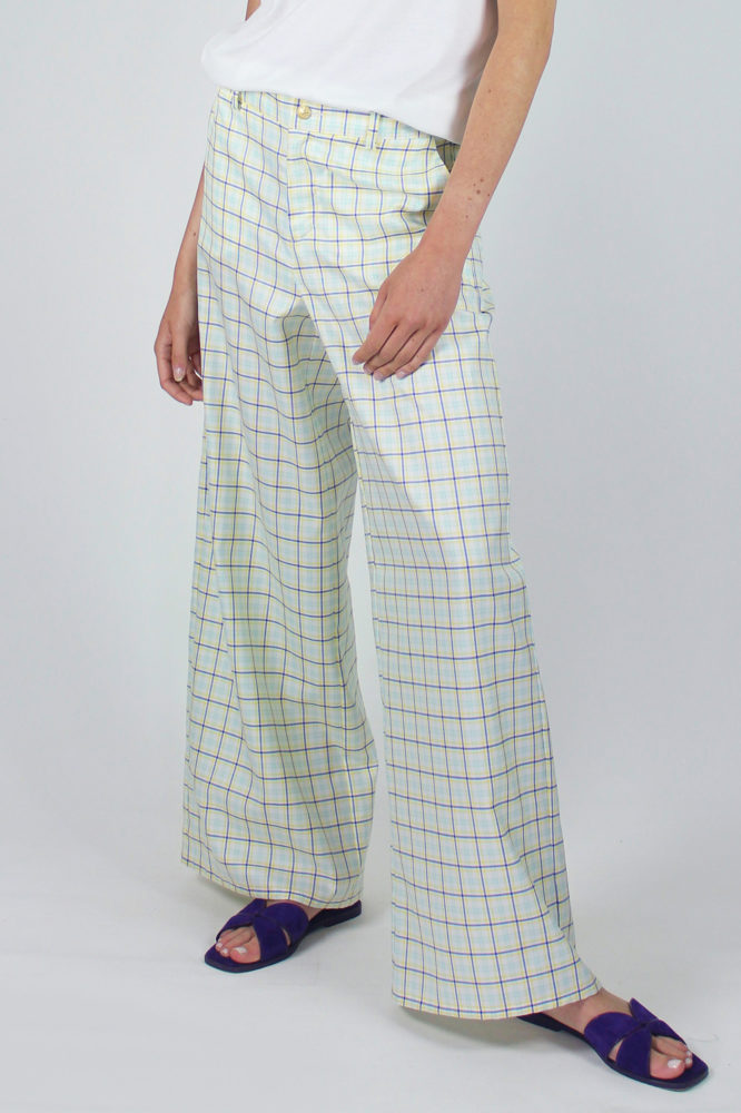 pantalone senza pinces ampio al fondo e canotta spalla larga scollo a giro dep 6